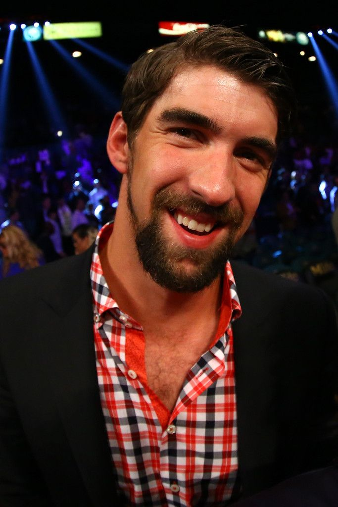 Michael Phelps Photos - Swimmer Michael Phelps attends the Floyd Mayweather Jr. and Canelo Alvarez WBC/WBA 154-pound title fight at the MGM Grand Garden Arena on September 14, 2013 in Las Vegas, Nevada. - Floyd Mayweather Jr. v Canelo Alvarez