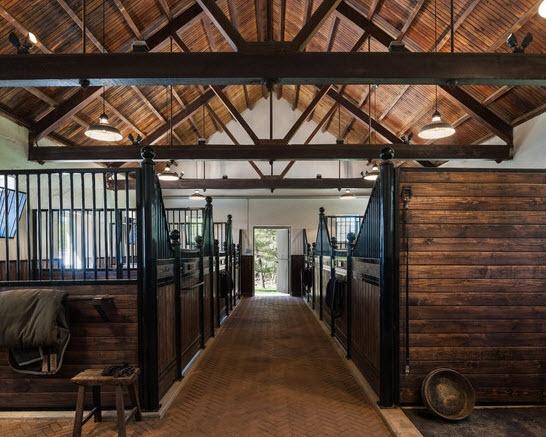 A horses' dream #stable #horsestable #fancybarn