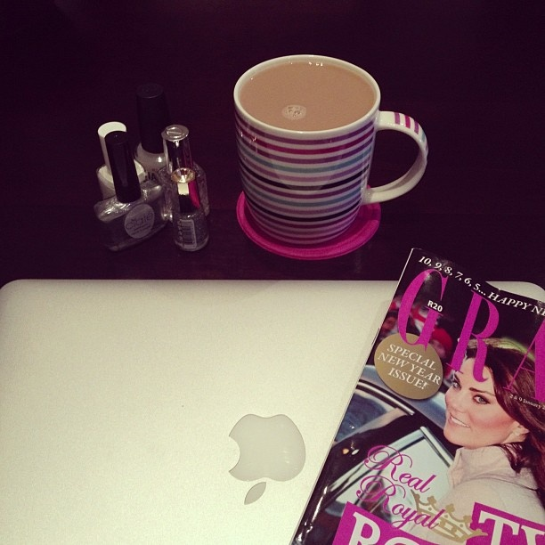 #Grazia#Coffee#Apple + Nailpolish=Lee time:)Just a few of her fav things<3