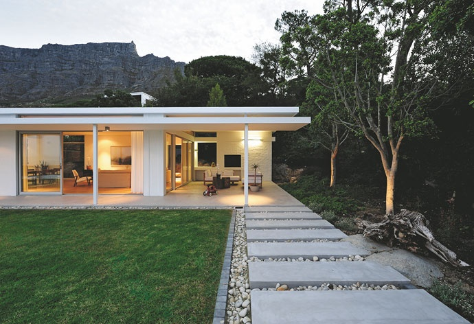 This Lion's Head house was designed to respond to its environment as much as it was to meet the demands of a growing family.Contemporary House, Around The House, Capes Town, Step Stones, Mid Century, Modern Patio, Modern House, Cape Town, Modern Design