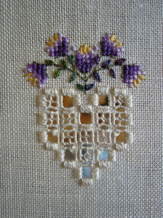 Drawn thread with cross stitch and instructions. Vainicas con punto de cruz e instrucciones.