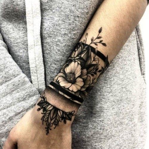 80 Handgelenk Tattoo Ideen und ihre Bedeutung