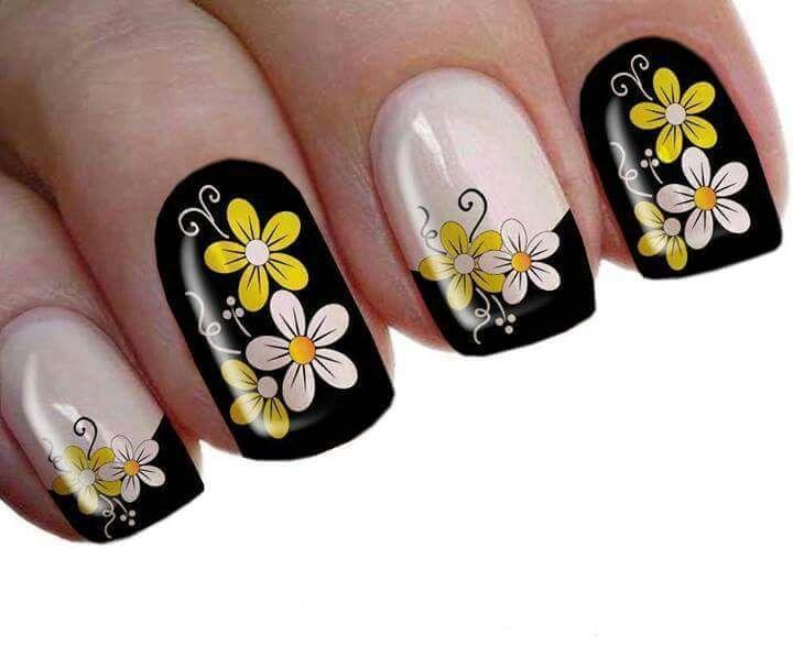 Uñas decoradas negro y amarillo