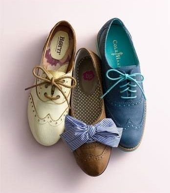 Adorable Vintage Style Lace Up Spectator Shoes