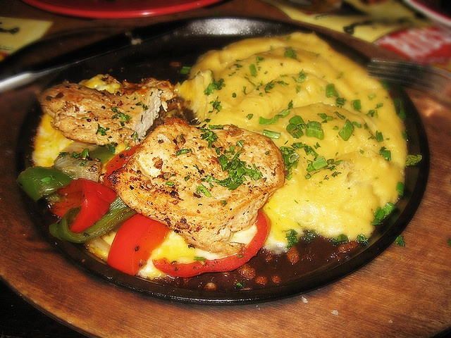 Sizzling Chicken with Cheese TGI Fridays copycat... now I just need the potato recipe :)