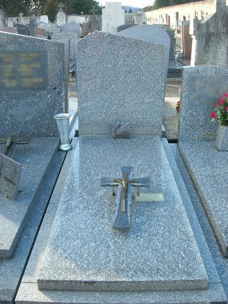 Monument funéraire mis aux enchères par la mairie de Tassin la demi Lune (69)
