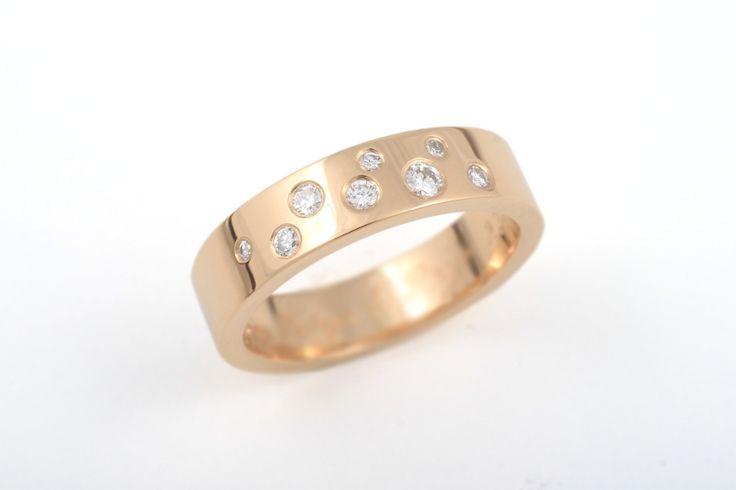 Léa-sormus keltakultaa ja timantit. CaiSanni
