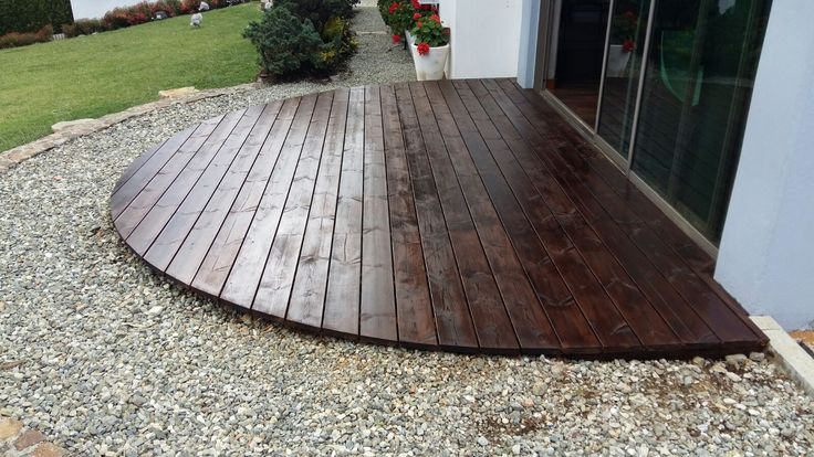 Deck 13 m² Thermowood con acabado.