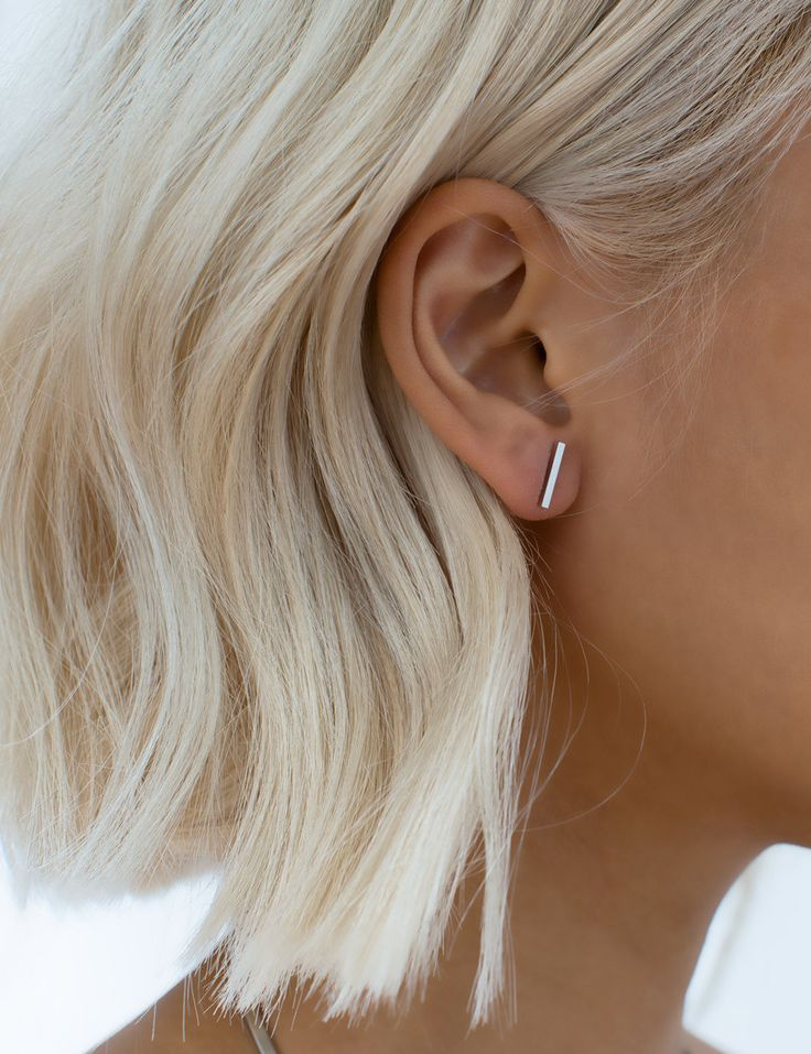 A delicate skinny 'mini' bar earring that can be worn horizontally along the curve of the ear or vertically on the lobe. Layer this with our other La Minimaliste pieces like the 'Bey' honeycombs or the 'O' earring for a full look.   See the longer 'Strip' version here