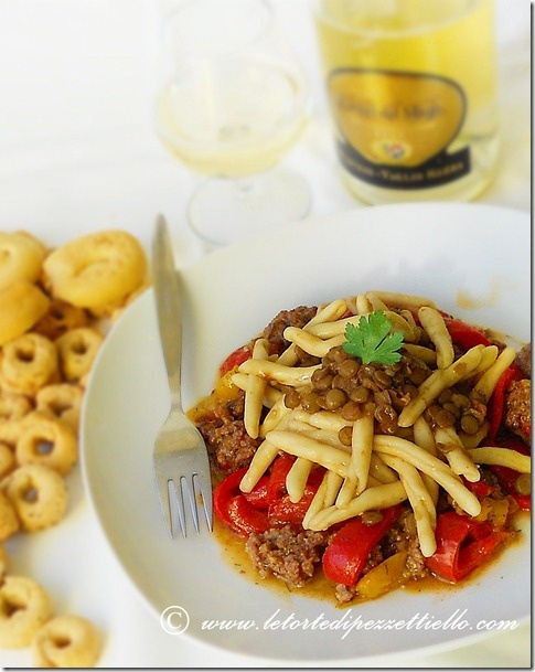 http://www.letortedipezzettiello.com/2013/01/pasta-e-lenticchie-ricca.html