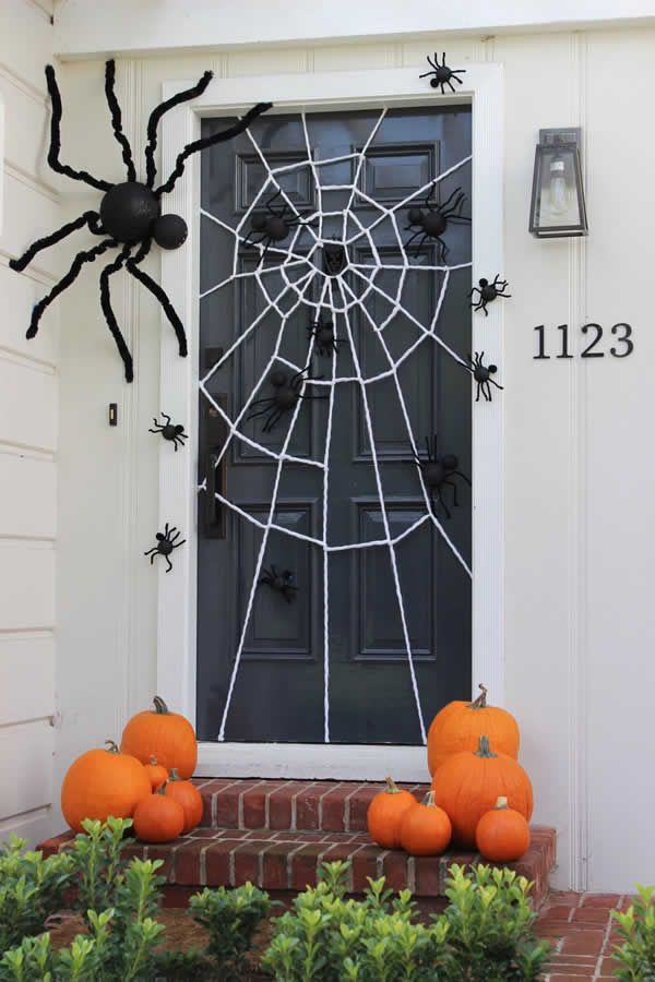 45 Spooky Halloween Home Decorations IdeasA Spider-Web Door Idea - Spooky Diy Halloween Door Decorations For for a screen door. A festive Halloween door decoration with a DIY giant spider web and spiders big and small crawling all over the d Spooky Halloween, Deco Porte Halloween, Halloween Front Doors, Trendy Halloween, Halloween Costumes, Halloween 2020, Halloween Makeup, Happy Halloween, Halloween Crafts To Sell