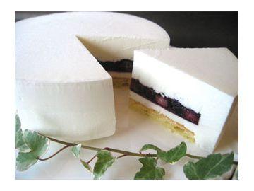 ムーランナヴァンのレアチーズケーキ ブルーベリー(5号) 国産クリームチーズ、地元丹那の乳製品、農薬不使用栽培の国産ブルーベリーなどこだわりの食材で作った一品素材と作り手にこだわった安全・安心のチーズケーキです。