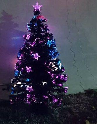 Magnifique sapin de #Noël multicolore en fibre optique. Avec étoiles et cimier intégrés.