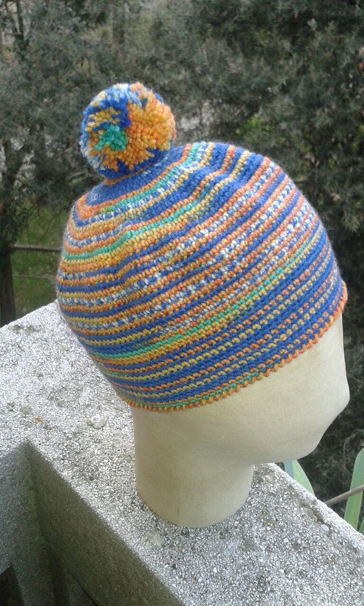 Cappello in lana lavorazione a uncinetto. Ideato e realizzato a mano da Filonellamente by Silvia Silvan.