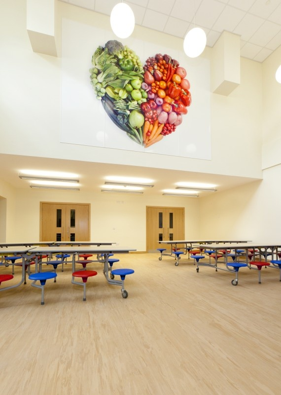 Roecroft Primary School - A fruit and vegetable heart printed on Altro Whiterock Digiclad with an Altro Mondoflex II floor http://www.altro.co.uk/Flooring/Sports-flooring/Altro-MondoFlex-II.aspx