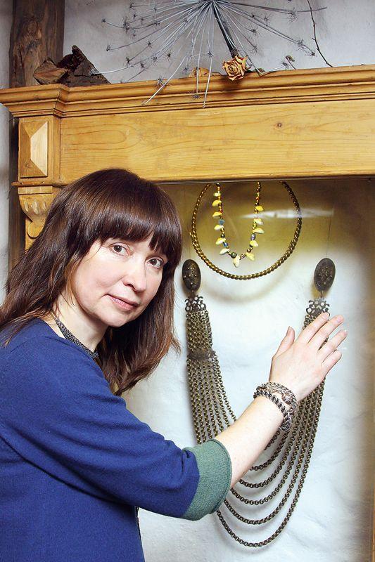 Jeweler Inita Straupe talks about ancient Balt symbols. Rotkale Inita Straupe par senajām baltu rotām interesējas kopš studiju gadiem. Foto - Anda Krauze Via Latvija Avize.