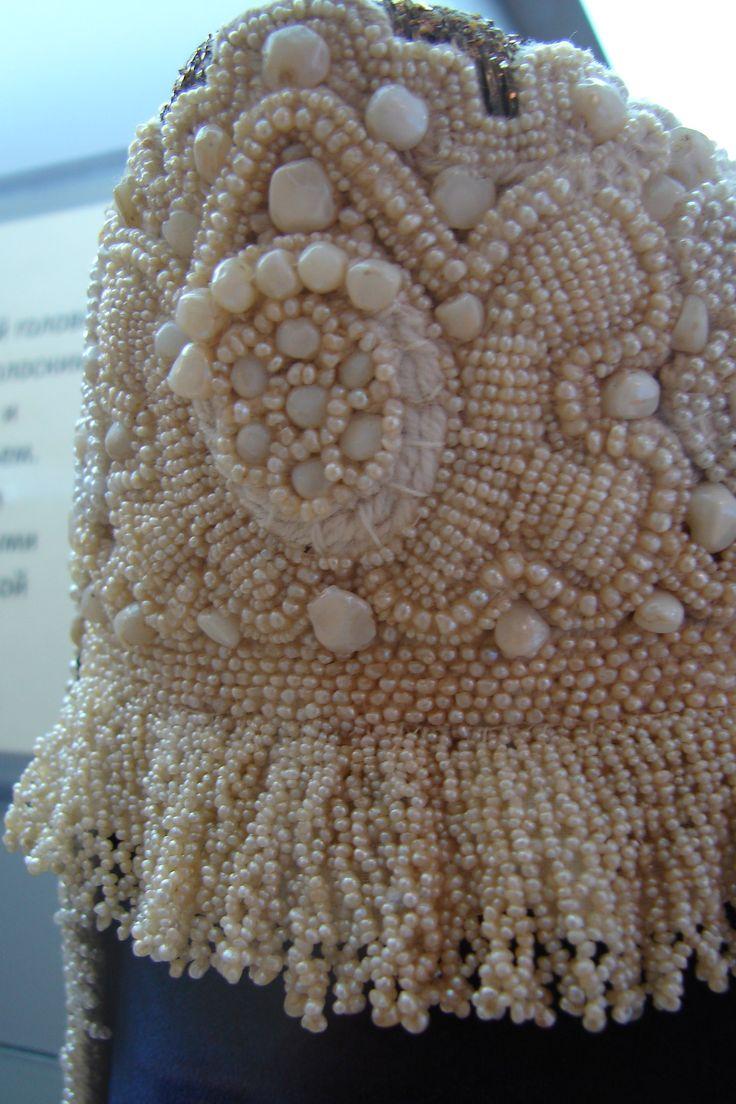 Кокошник-Олонец-Кокошник с жемчугом и перламутровыми плашками.Перламутровые плашки изготавливались из раковин.