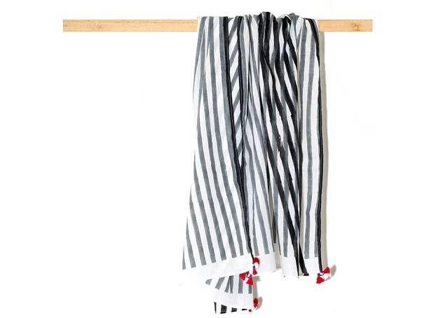 Zwart wit gestreepte sjaal uit de Jaipur Tales collectie van Hellen van Berkel :: Le Goût des Couleurs producten - Webshop