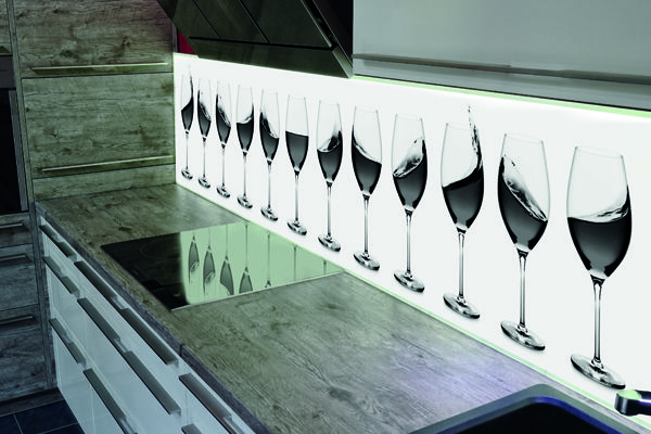 Glazen achterwand met volledige LED verlichting #Keukenglas #achterwandglas #spatwand #backsplash #splashback #LED