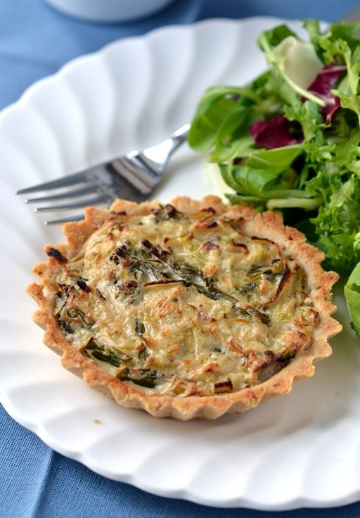 """""""Cheesy"""" Leek & Broccoli Tartlets from Coconut and Berries (Vegan, Gluten-free, Soy-Free)"""