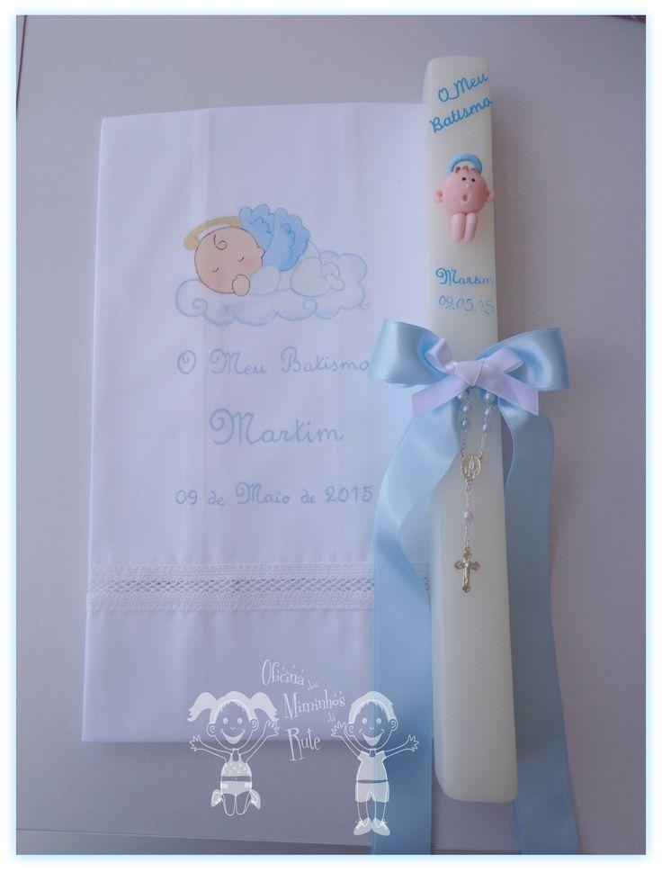 conjunto para o batismo do Martim composto por toalha em meio linho pintada à mão e vela quadrada personalizada Created by Oficina dos Miminhos da Rute