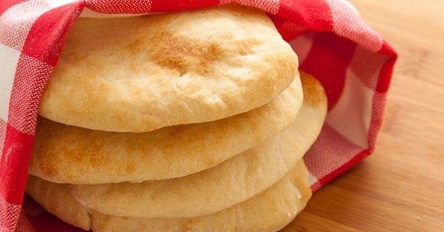 Ingrediënten voor 6 broodjes:  - 230 g tarwebloem  - 4,6 g zout (1 tl)  - 6 g gedroogde gist  - 2 tl extra vergine olijfolie (= 10 ml)  ...