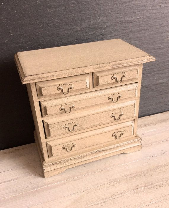 Dolls house miniature shabby neutral beige colour chest of drawers for 12th scale dolls house. The chest measures 7.5 cm tall x 7.5 cm wide x 4.5