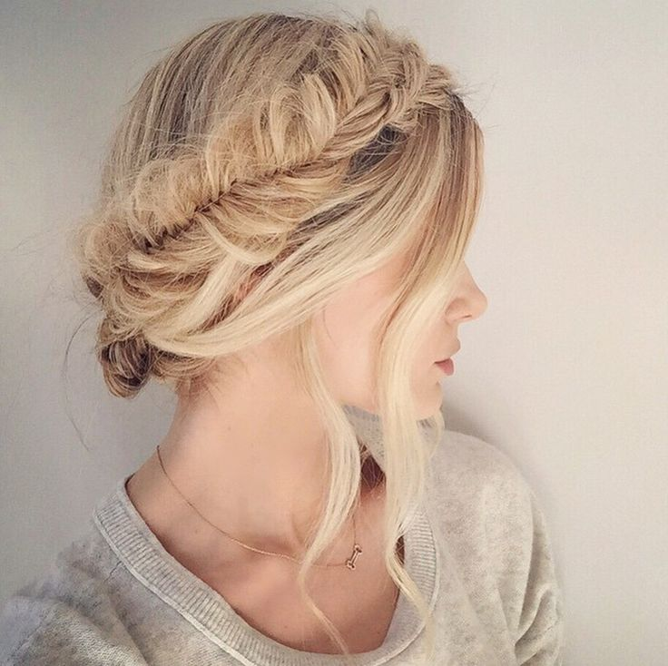 """My easy version of the fishtail crown braid has been my summer staple that I have worn most days! Crown/halo braids are reallllly time consuming and difficult so this is a much easier option that will still give you the same """"wrap around"""" look (although fishtails in general are always quite time consuming but it …:"""
