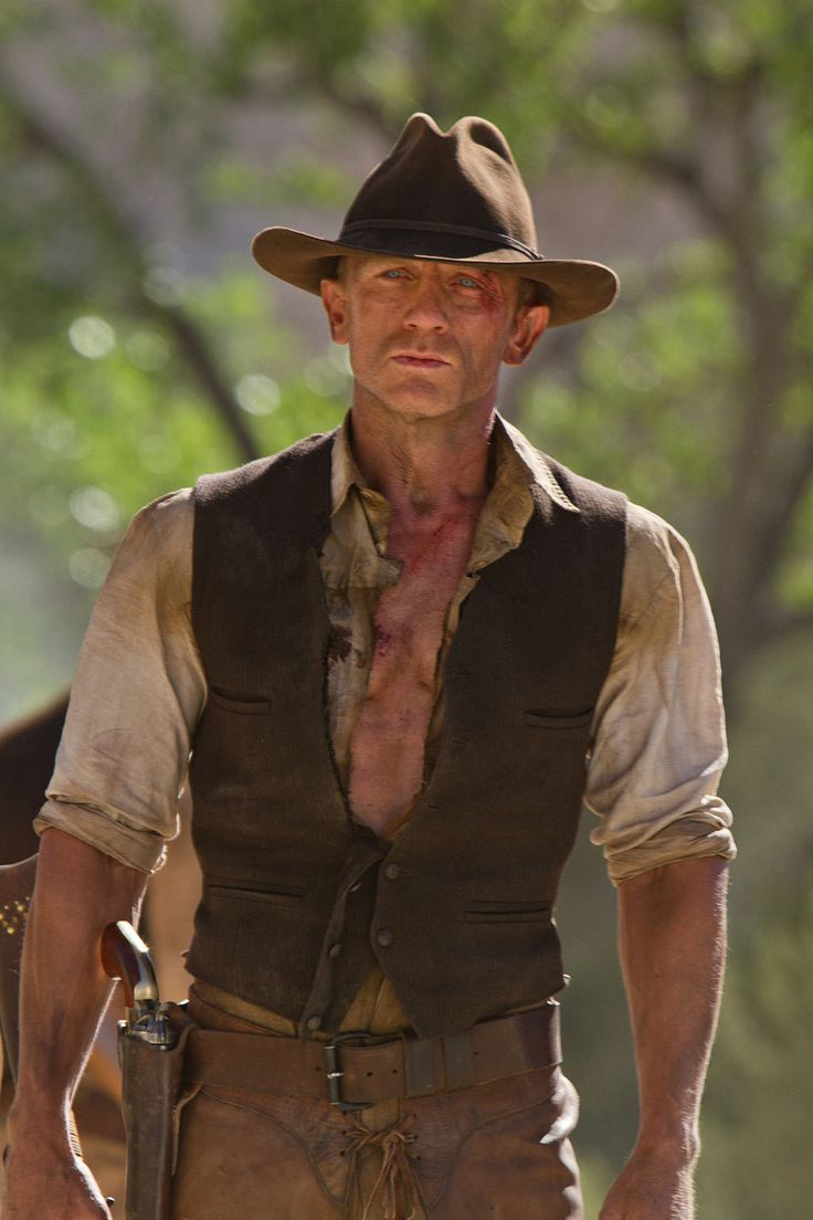 Aliens Daniel Craig Geniune Leather Vest  The Cowboys and Aliens Daniel Craig vest just might be the thing to help you prepare for whatever the universe happens to bring your way. In this fantasy film where the Wild West meets outer space, there is plenty of adventure to experience. Daniel Cra