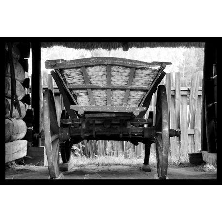 Obraz w ramie - Architektura wiejska w Polsce - dostępny w rozmiarach 60x40, 40x30, 30x20, w czarnej, białej lub brązowej ramie #fedkolor #obrazwramie #obrazywramach #czarnobiałe #zdjęcianapłótnie #obrazzezdjęcia #wydrukujzdjęcia #napłótnie #fotoobraz #wieś #wóz #Polska #dopokoju #dobiura #dosalonu #sztuka #art #relaks #wypoczynek