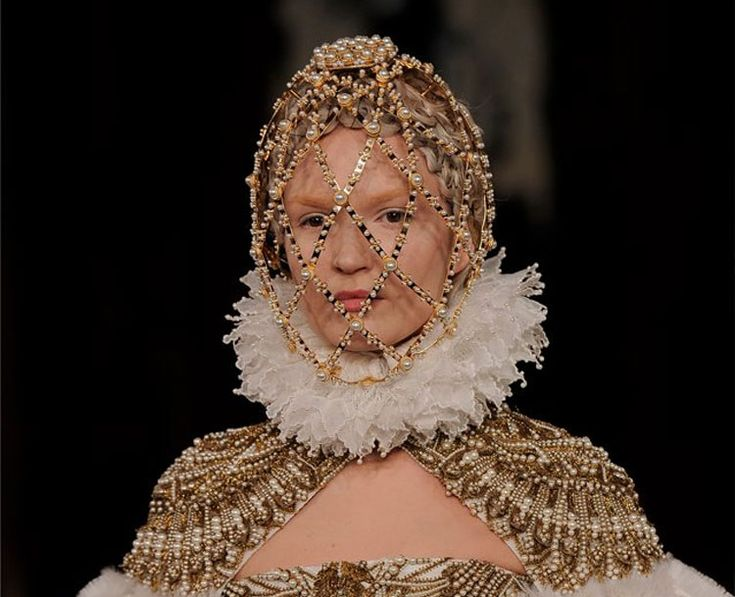 Sarah Burton Channels Elizabethan Fashion for Alexander McQueen Fall Collection   Fashion News by JustLuxe
