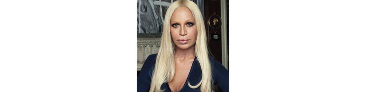 Donatella Versace est une créatrice de mode italienne née le 2 mai 1955 à Reggio, dans la province de Calabria.