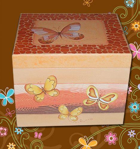 Caixa com textura, decoupage e técnica jacarelado.  Box with texture, and…
