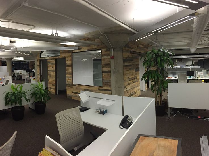 Reclaimed Wood Wall Treatments   Pallet Wood In Office