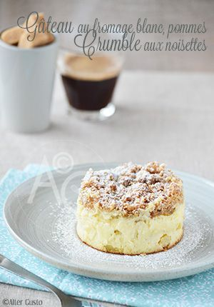 Gâteau au fromage blanc, pommes & crumble aux noisettes