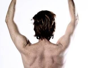 Aktion. Få gang i de små muskler i ryggen ved at strække og bevæge dem. - Foto: JOACHIM ADRIAN