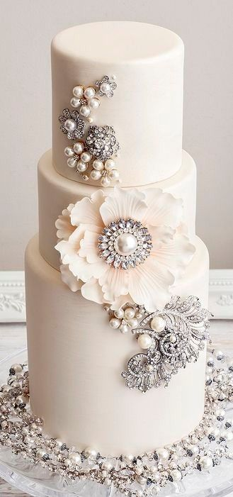 Inspiration : le wedding cake / gâteau de mariage avec des bijoux