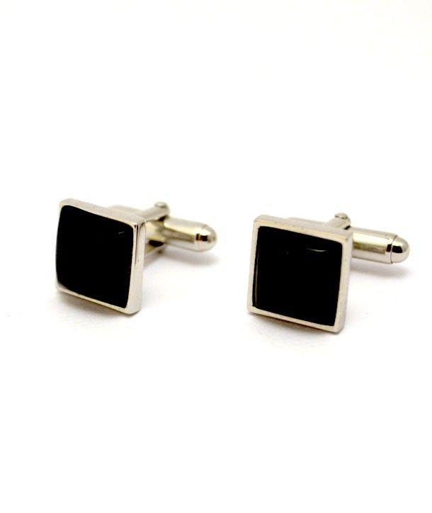 I Gemelli della collezione L'Uomo Nero sono dei gioielli d'argento 925% e con le pietre in onice nero