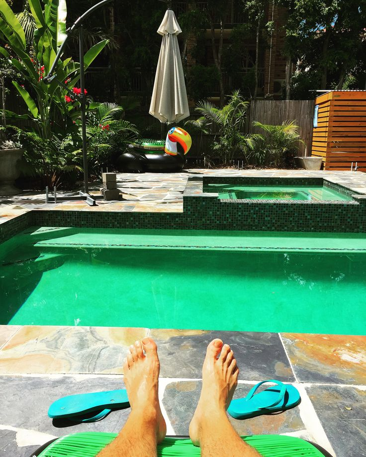 @brisbaneoasis is a fabulous Airbnb in Coorparoo Brisbane. Beautiful pool area and stunning apartment.