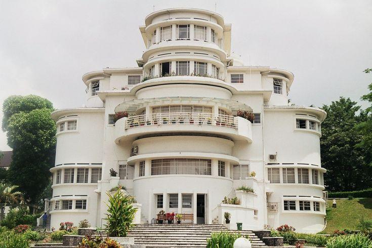 wedding cake Art Deco ~ Villa Isola Bandung, photo by: Peter van Riel