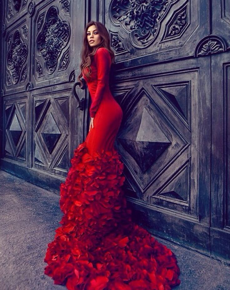 Lady in red. #womensfashion #womenswear #womensapparel #womensdresses #formalattire #eveninggown #ballgown #style #stylechat #luxuryfashion #fashion #trends #bluelabelfashion #blapproved