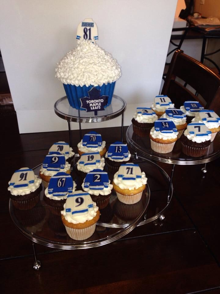 Toronto Maple Leaf cupcakes