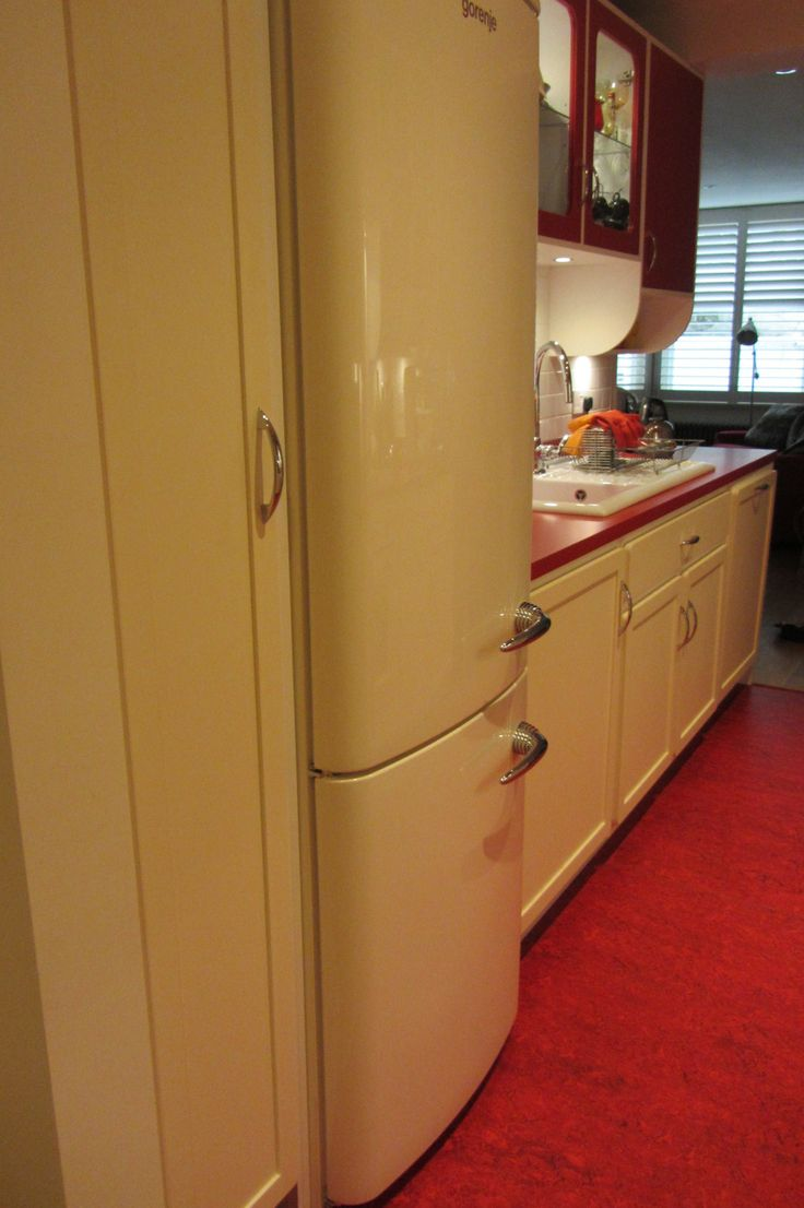 Our Recent Retro Kitchen fitted in London with Smeg Retro Fridge