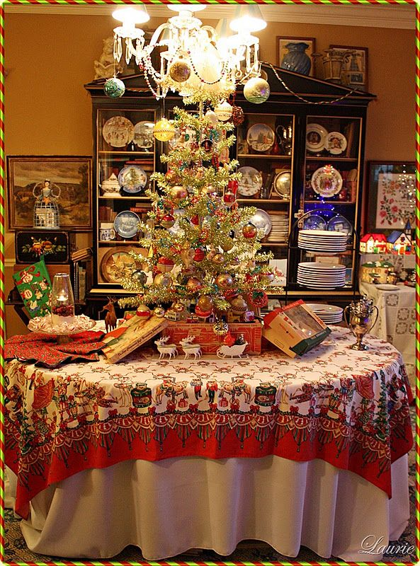 VINTAGE CHRISTMAS ~ Love The Tree On The Table And LOVE The Tablecloth!