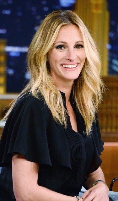 """2014: Blondie: Julia Roberts mit blonden Beach-Waves bei der """"The Late Show Starring Jimmy Fallon"""" in New York"""
