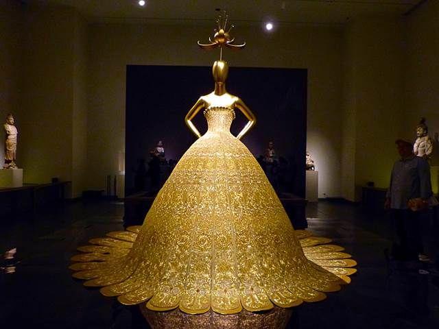 メトロポリタン美術館の特別展、「China: Through the Looking Glass」が現在開催中 …