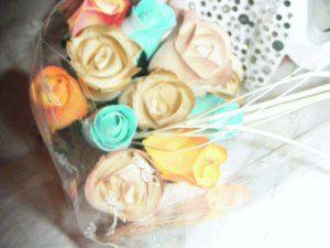 Ramos de rosas de madera para invitadas a una boda