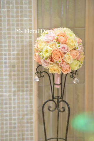 サーモンピンクのドレスにあわせる花冠とブーケysfloraldeco@アニヴェルセル表参道