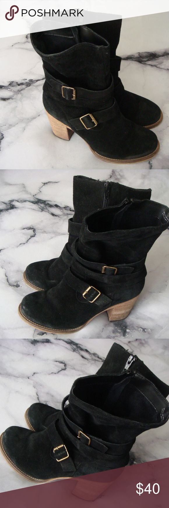 Charles By Charles David Laguna Suede Boots Item specifics Condition: Pre-owned: An item that has been used or worn previously. See the seller's listing for full details and ... Read more Brand: Charles David Heel Type:BlockUS Shoe Size (Women's):8 Heel Height:High (3 in. and Up)Style:Mid-Calf Boots Pattern:SolidMaterial:Suede Occasion:CasualColor: Black Fastening:ZipWidth:Medium (B, M) Country/Region of Manufacture:Mexico Charles David Shoes Ankle Boots & Booties