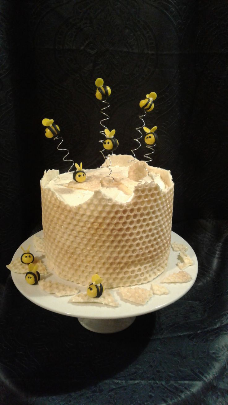 Very sweet ,#bee 🐝 and #honeycomb cake made for my daughter's 19th birthday. She loved it